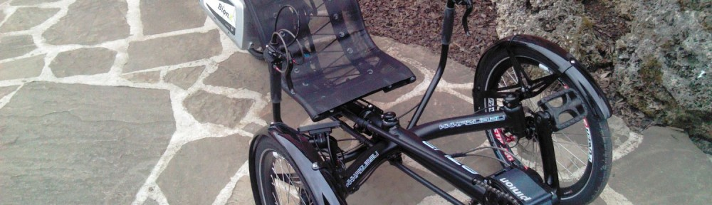Triciclo AZUB com caixa de mudanças Pinion e kit BionX